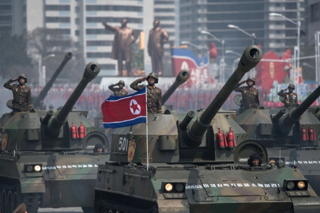 Corea del Norte celebra natalicio de Kim Il Sung con desfile militar