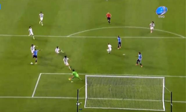 Uruguay es efectivo y está en octavos (2-0)