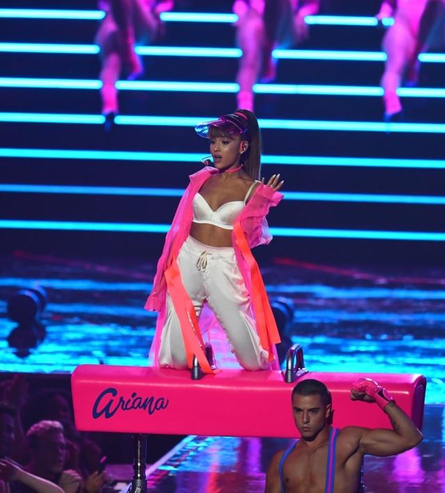 Ariana Grande y otras estrellas actuarán en Mánchester