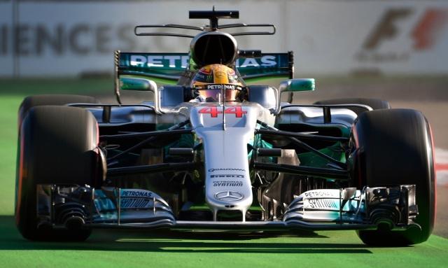 Fórmula 1: Pole de Hamilton y dominio de Mercedes en Bakú