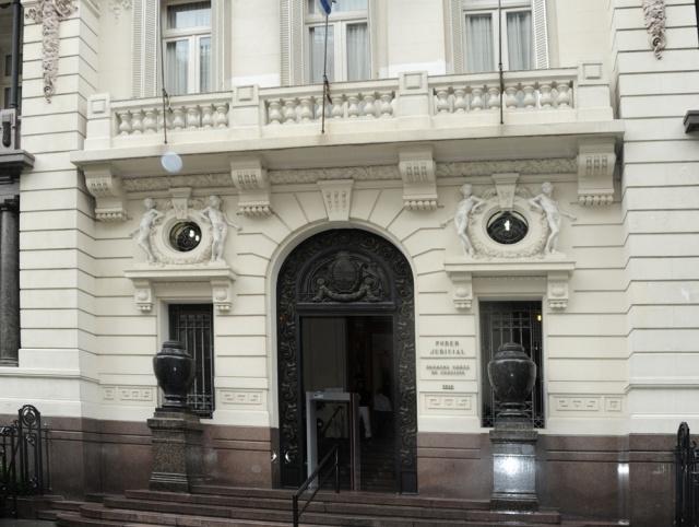 Presentaron un recurso ante la Suprema Corte de Justicia para impedir la restitución de una niña a España