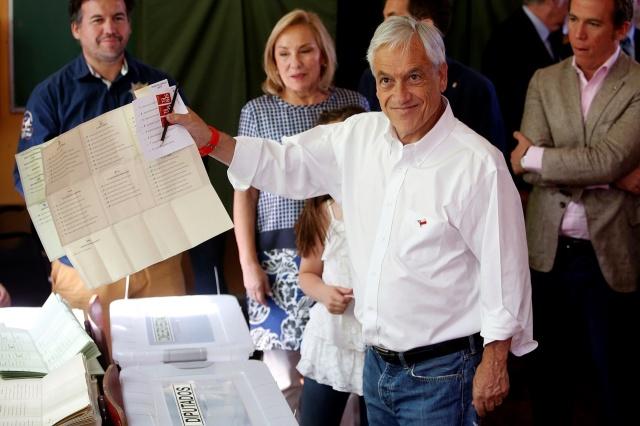 Jóvenes se toman el comando de Sebastián Piñera en Las Condes