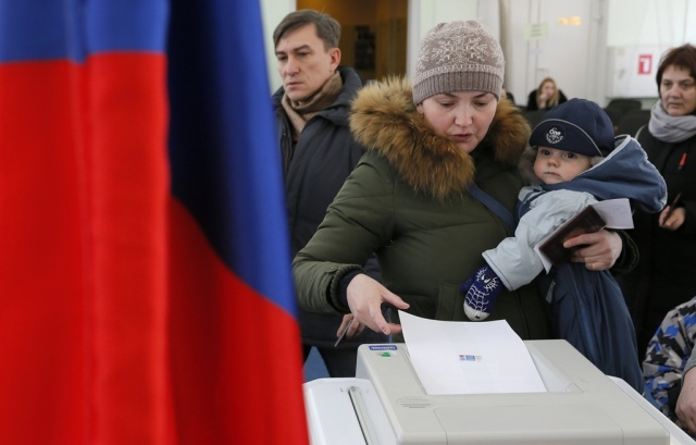 Rusia: millones asisten a las urnas para elegir presidente