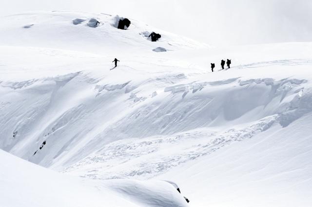 Cinco montañistas desaparecidos tras una avalancha de nieve en Suiza