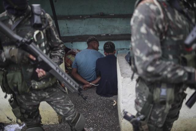 Resultado de imagen para 4 muertos y 80 detenidos en operación policial en Río de Janeiro