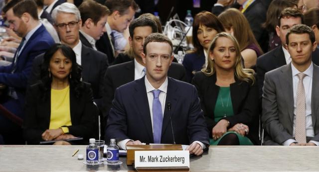 Las preguntas más insólitas sobre Facebook que recibió Mark Zuckerberg