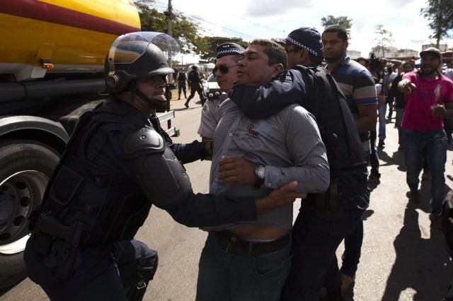 Actualidad: Temer enfrenta a los gremios con militares