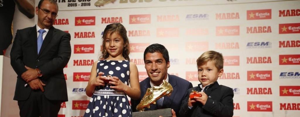 Luis Su�rez recibi� su segunda Bota de Oro