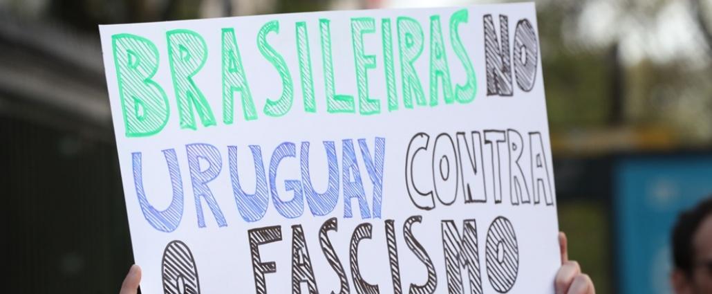 Unas 300 personas protestaron en repudio a Bolsonaro