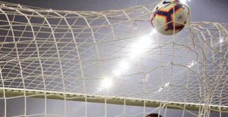 Peñarol pierde el invicto y la cima; Fénix lidera