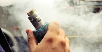 """Investigaciones sobre los perjuicios de """"fumar"""" cigarrillos alternativos, lleva a a prohibir """"vapear"""" en los parques de Miami Beach"""