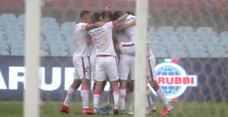 Nacional gana a Racing con gol de Bergessio y lidera el Grupo F