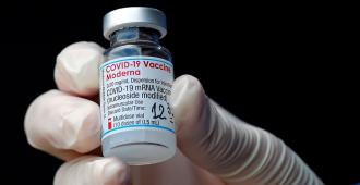 EE.UU. compra otros 200 millones de dosis de vacunas de Moderna