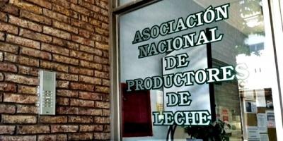 Productores de Leche se suman a la vigilia de los autoconvocados