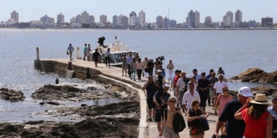 Comuna fernandina celebra devolución de impuestos a turistas extranjeros