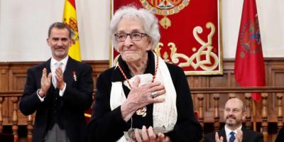 Rinden homenaje a Ida Vitale a su regreso a Montevideo tras recibir el Premio Cervantes en España