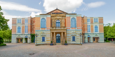 Un nuevo Wagner multimedia con drag y drones triunfa en Bayreuth