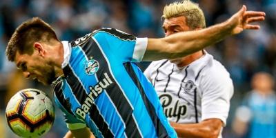 Gremio vence al Libertad con un jugador menos y goles de suplentes