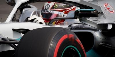 Hamilton logra la 'pole' ante la desgracia de Ferrari