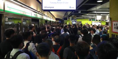 Las protestas de Hong Kong obstruyen el metro de la ciudad