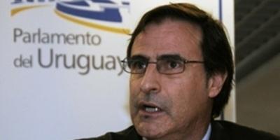 """""""Si a Bonomi le queda algo de autoridad lo que tiene que hacer es ordenar el sistema penitenciario"""", dice Garcé"""
