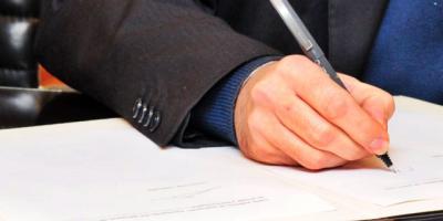 Signan acuerdo para la creación de un centro socio-educativo juvenil para personas con discapacidad y dependencia