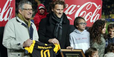 Peñarol homenajeó Forlán por su trayectoria y paso por el club
