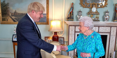 Isabel II aprueba formalmente la suspensión del Parlamento británico