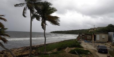 El huracán Dorian sigue fortaleciéndose en su camino a Bahamas y Florida