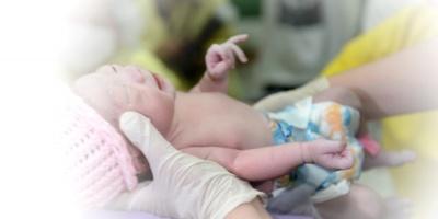 Reportan el caso único de una niña nacida de su madre, clínicamente muerta