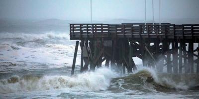 Huracán Dorian descarga viento y lluvia sobre el litoral de Florida