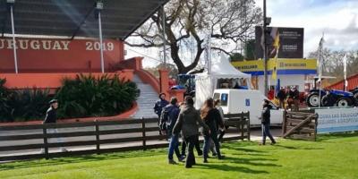 Una veintena de animalistas se movilizaron en la inauguración de la ExpoPrado en rechazo de la actividad