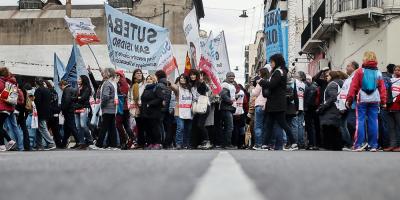 Los docentes argentinos paran 24 horas por reclamos en medio de la crisis