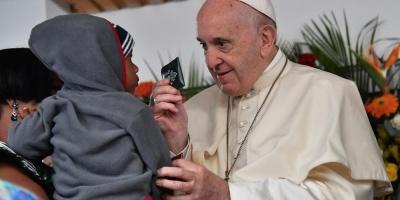 """El papa pide a las monjas en Madagascar """"que hablen cuando vean algo raro"""""""