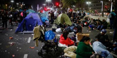 Organizaciones levantan acampe de protesta contra la crisis en Argentina