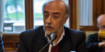Mieres defendió el pase en comisión de periodista que lo asesora en comunicación