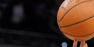 Los Raptors exhiben el trofeo Larry O'Brien y otros recuerdos a sus fans