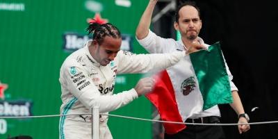 Hamilton ganó en México, pero deberá esperar para festejar su sexto Mundial