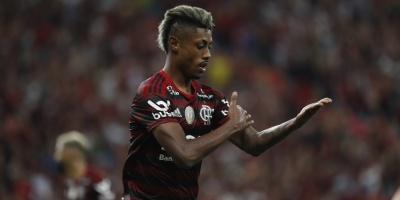 Flamengo vence a Gremio y se acerca al título