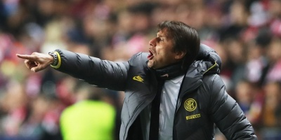 El Inter triunfa con Godín de titular