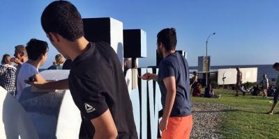 Jóvenes nacionalistas reacondicionaron las letras de Montevideo en la rambla