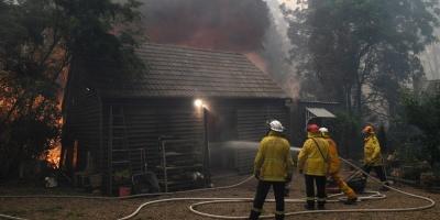 Un muerto más y 23 bomberos heridos por los incendios en el sur de Australia