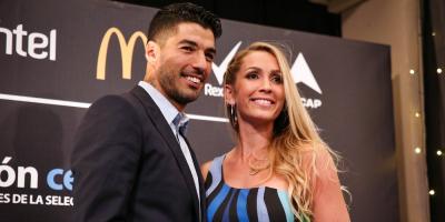 Suárez celebra 10 años de casado en fiesta con Messi y Neymar entre invitados