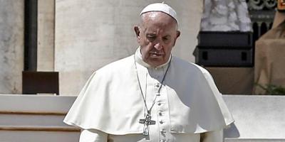 """El papa insta a los médicos a rechazar la eutanasia: """"la vida es sagrada"""""""