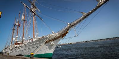 Llegó a Uruguay el buque escuela de la Armada española