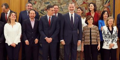 Nuevo gobierno español, de coalición de izquierda, toma posesión ante el rey
