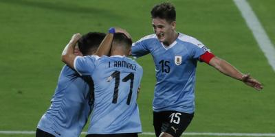 Rossi aprovechó error grave de Paraguay y Uruguay ganó un partido reñido