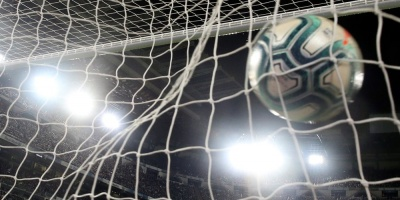River Plate vence a Banfield y se afianza en el liderato