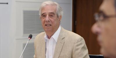 """""""Si hubo algún error fue de mi entera responsabilidad"""" dijo el presidente Vázquez en el último Consejo de Ministros de su gobierno"""