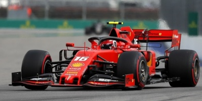 Sainz prueba el McLaren y Leclerc el Ferrari en primera jornada en Montmeló